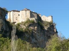 Ruines du château - Français:   Les Châteaux vus du bas de la falaise.
