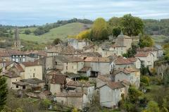 Eglise Saint-Jean-Baptiste - Français:   Vue d\'ensemble du village et son église