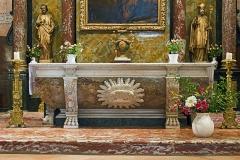 Eglise Saint-Martin - English:  Church of St. Martin in Finhan, Tarn-et-Garonne France - The altar in polychrome marbles