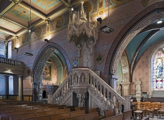 Eglise Saint-Martin - English:  Neo gothic pulpit in white marble, double staircase of The Church of St. Martin in Finhan, Tarn-et-Garonne France - presented at the Universal Exhibition in Paris in 1900.