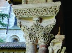 Eglise Saint-Pierre et son cloître - Nederlands: Moissac - Tarn-et-Garonne, Midi-Pyrénées - een van de kapitelen van de kruisgang van het klooster (eind XIe, aanvang XIIe eeuw) bij de abdijkerk Saint-Pierre, een van oorsprong Karolingische kerk (IXe eeuw).