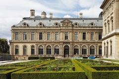 Métairie du Castanet - Le palais du Louvre à Paris.