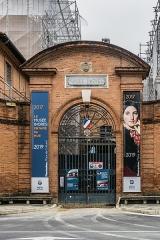 Ancien palais épiscopal, ancien Hôtel de ville, actuellement musée Ingres - English: Entrance to the Museum Ingres in Montauban, Tarn-et-Garonne, France