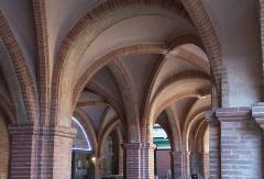 Place Nationale - English:  Les arcades de la Place Nationale de Montauban, Tarn et Garonne, France
