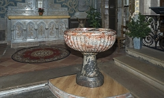 Eglise Notre-Dame de la Visitation - English:  Montech Tarn-et-Garonne, France - Our Lady of the Visitation Church - The baptismal font in red fluted marble oval (18th century).