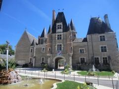 Château - Français:   Château des Stuarts (enceinte de l\'Hôtel de Ville)