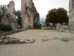 Château - Ruines de l'intérieur du chateau aujourd'hui à découvert