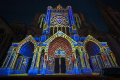 Cathédrale Notre-Dame - English: Nocturnal Chartres Cathedral with architectural structures enlighted