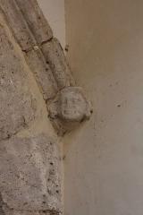 Maison dite aussi ancienne salle de justice et hôtel de ville ou du Perron ou le Parloir aux Bourgeois ou des Trois Rois - Français:   Petite tête sculptée, maison du Perron à Chartres .