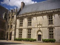 Château et ses abords - Aile Longueville du château de Châteaudun (Eure-et-Loir, France)
