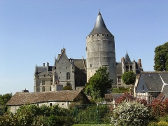 Château et ses abords - This building is en partie classé, en partie inscrit au titre des Monuments Historiques. It is indexed in the Base Mérimée, a database of architectural heritage maintained by the French Ministry of Culture,under the reference PA00097021 .