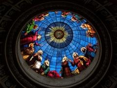 Domaine de la chapelle royale Saint-Louis - Français:   La Pentecôte. Vitrail ornant la calotte de la coupole de la chapelle royale Saint-Louis de Dreux (28).