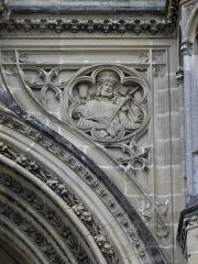 Domaine de la chapelle royale Saint-Louis - Français:   Façade occidentale de la chapelle royale Saint-Louis de Dreux (28). Écoinçon droit. Ecce Homo.