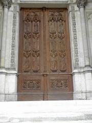 Domaine de la chapelle royale Saint-Louis - Français:   Façade occidentale de la chapelle royale Saint-Louis de Dreux (28). Vantaux de la porte. Les douze apôtres par Liénard et Knecht.