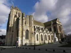 Eglise Saint-Pierre - Église Saint-Pierre de Dreux (28). Flanc sud.