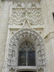 Eglise Saint-Pierre - Français:   Baie sommant le portail latéral droit de la façade occidentale de l\'église Saint-Pierre de Dreux (28).