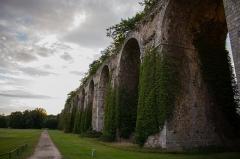 Ancien aqueduc de Pontgouin à Versailles (également sur communes de Berchères-Saint-Germain et Pontgouin) - Français:   Canal de l\'Eure, au golf de Maintenon.