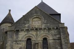 Eglise Notre-Dame - Français:   Fronton de la face Sud du transept de l\'église Notre-Dame de Châtillon-sur-Indre.