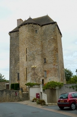 Ancien château seigneurial - This building is inscrit au titre des monuments historiques de la France. It is indexed in the base Mérimée, a database of architectural heritage maintained by the French Ministry of Culture,under the reference PA00097309 .