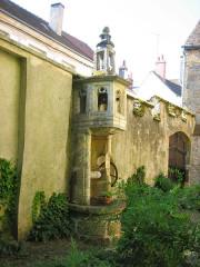 Puits gothique - Français:   Puits gothique, monument historique