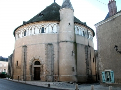 Eglise Saint-Etienne - This building is classé au titre des Monuments Historiques. It is indexed in the Base Mérimée, a database of architectural heritage maintained by the French Ministry of Culture, under the reference PA00097409 .