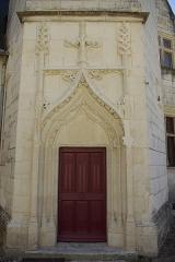 Château - Français:   Porte de la tour polygonale dans la cour du château de Palluau-Frontenac.