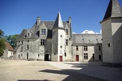 Château - Français:   Face Ouest du château de Palluau-Frontenac depuis la cour du château.