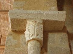 Prieuré Saint-Benoît - Intérieur de l'église prieurale de Saint-Benoît-du-Sault (36). Chapiteau de la costale sud de l'édifice.