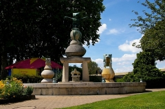 Fontaine de Max Ernst -  Fontaine Max Ernst ‡ Amboise