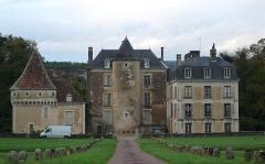 Château de Boussay - Français:   Vue d\'ensemble de la façade sud du château de Boussay, Indre-et-Loire, Centre, France.