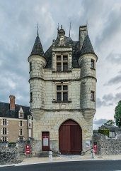 Château de Montpoupon - English: Castle of Montpoupon in commune of Céré-la-Ronde, Indre-et-Loire, France       NOTE: This image is a panorama  consisting of 2 frames that were merged or stitched in Adobe Lightroom. As a result, this image necessarily underwent some form of digital manipulation. These manipulations may include blending, blurring, cloning, and color and perspective adjustments. As a result of these adjustments, the image content may be slightly different than reality at the points where multiple images were combined. This manipulation is often required due to lens, perspective, and parallax distortions.  Boarisch| български| dansk| Deutsch| Zazaki| Ελληνικά| English| Canadian English| British English| Esperanto| español| eesti| suomi| français| hrvatski| magyar| italiano| 日本語| 한국어| македонски| മലയാളം| Nederlands| polski| português| русский| sicilianu| slovenščina| svenska| Türkçe| українська| العربية| 中文| +/−