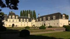 Château - Français:   Château actuel constitué des communs, le château des Bourbon-Montpensier ayant été détruit par le Cardinal Richelieu