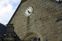Eglise paroissiale de la Translation de Saint-Martin - Français:   Inscription gravée sur l\'église de la Translation de Saint-Martin à La-Chapelle-sur-Loire:  REPUBLIQUE FRANCAISE LIBERTE EGALITE FRATERNITE</fr>BATIMENT COMMUNAL