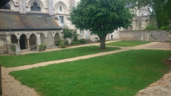 Ancienne abbaye bénédictine - Français:   se trouve sur le coté de la Tour