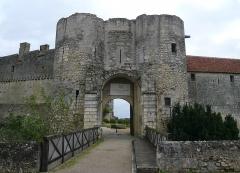 Château du Grand Pressigny - Français:   Le châtelet d\'entrée du château du Grand-Pressigny, Indre-et-Loire, Centre, France.