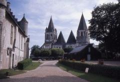 Château et son enceinte - This building is en partie classé, en partie inscrit au titre des Monuments Historiques. It is indexed in the Base Mérimée, a database of architectural heritage maintained by the French Ministry of Culture,under the reference PA00097821 .