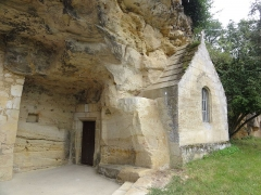 Chapelle et logis troglodytiques de Notre-Dame-de-Lorette - This building is indexed in the Base Mérimée, a database of architectural heritage maintained by the French Ministry of Culture,under the reference PA00098072 .