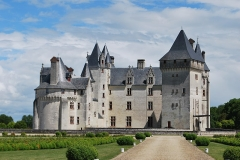 Domaine de Montpensier ou Coudray-Montpensier - Français:   Prise de vue du château du Coudray-Montpensier réalisée devant le grand portail.