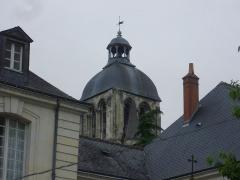Ancienne abbaye de Saint-Martin - Tour de l'Horloge de Tours (Indre-et-Loire, France), sommet vu depuis le parvis de la basilique