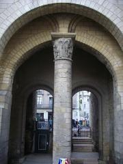 Ancienne abbaye de Saint-Martin - Tour Charlemagne de Tours (Indre-et-Loire, France), colonne méridionale