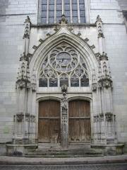 Eglise Saint-Saturnin (ancienne église des Carmes) - Français:   Église Saint-Saturnin de Tours (Indre-et-Loire, France), portail