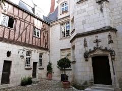 Maison, ou Hôtel Binet - Français:   Hôtel Binet, 10 rue Paul-Louis-Courier (Inscrit, 1927)