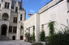 Hôtel Gouin, dit aussi hôtel Barguin - This building is indexed in the Base Mérimée, a database of architectural heritage maintained by the French Ministry of Culture, under the reference PA00098170 .