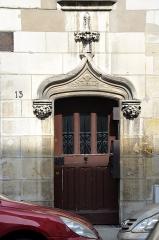 Hôtel dit de Jean Briçonnet - Français:   Entrée de l'hôtel  particulier du XVe siècle dit de Jean Briçonnet, situé 11-13 rue du Châteauneuf à Tours (Indre-et-Loire, France).