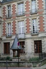 Hôtel - Français:   Hôtel 3 rue Paul-Louis-Courier à Tours