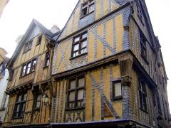 Immeuble - Français:   Immeuble de Tours, Indre et Loire. Angle de la rue de la Rôtisserie et de la rue du Change.