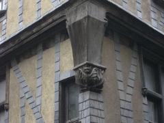 Immeuble - Français:   Immeuble, 1 rue de la Rôtisserie, à Tours (Indre-et-Loire, France), détail