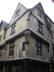 Immeuble - Français:   Immeuble, 1 rue de la Rôtisserie, à Tours (Indre-et-Loire, France)