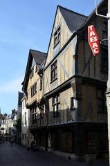 Immeuble - Français:   Maison situee 1 rue  Rotisserie et 3 rue Change  a Tours  (Indre et Loire, France).