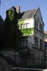 Maison du 15e siècle - This building is inscrit au titre des monuments historiques de la France. It is indexed in the base Mérimée, a database of architectural heritage maintained by the French Ministry of Culture,under the reference PA00098209 .